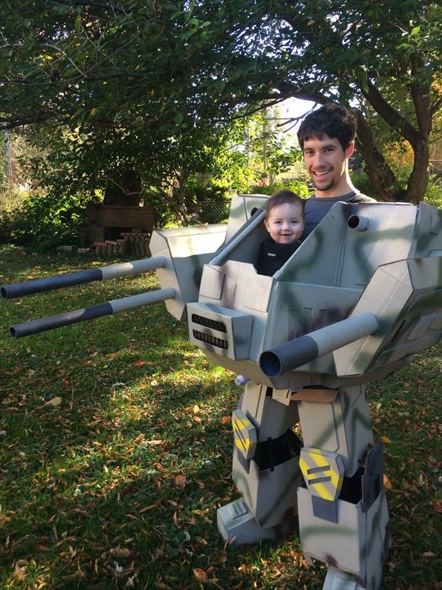 【動画あり】お父さんが息子の為に作ったハロウィン用メタルスーツコスチュームのクオリティが凄いと話題
