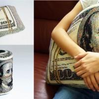 巨大な札束の形をした枕「Folded Banknote Shape Pillow」