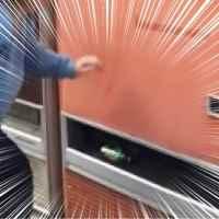 あまりの速さに反応できない!?世界最速でジュースが出てくる自動販売機