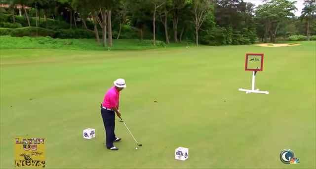 【動画】ナイスショット!・・・と思いきや反射したボールが自分のゴールデンボールに直撃する珍事w