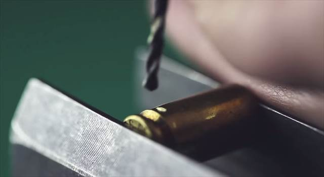 【DIY】弾丸の薬莢をリメイクして作ったイヤホン「Bullet Headphones」※動画あり