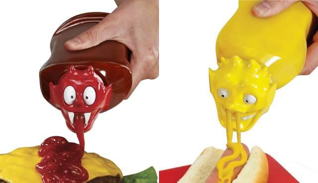 オムライスを悪魔的儀式に変えるグッズ「Ketchup Kritter Condiment Cap」