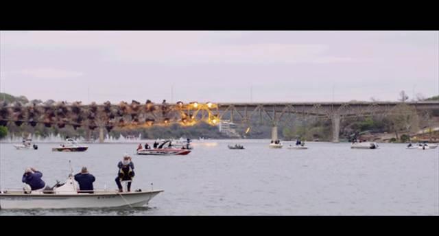 【まるで映画のワンシーン】爆弾で橋を解体する様子を超スローモーション再生した映像が凄い!