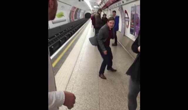 【動画】地下鉄構内で突如始まった激しい卓球バトルの様子が凄い!ただし・・・