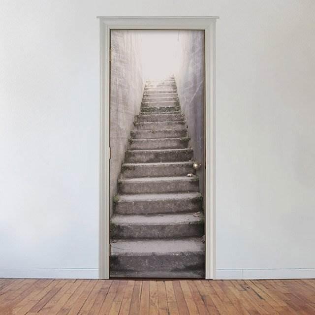 扉を地上へと続く階段に変えるデカール「Stairs Door Cover」