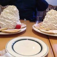 女子版ラーメン二郎と名高い「エッグスシングス」のパンケーキの盛り具合が凄いと話題に