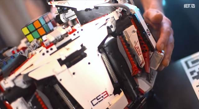 ルービックキューブの世界記録を破ったLEGOとGALAXY S4からなるロボット『CubeStormer 3』が凄い