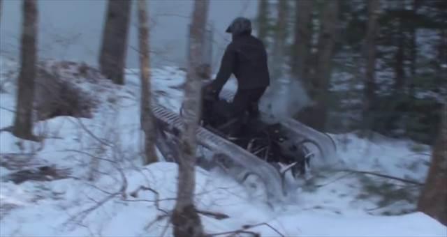 戦車とバイクを足して2で割ったような乗り物『Mini Ripsaw』が凄いぞ!