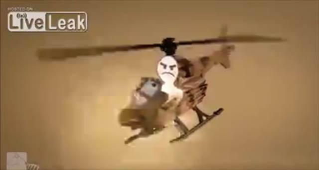 凶暴な猫にペラペラのペーパーソルジャーが戦いを挑むショートムービー『Cat comes under attack』