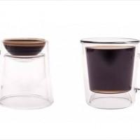ひっくり返すとエスプレッソ用に使えるリバーシブルなマグカップ
