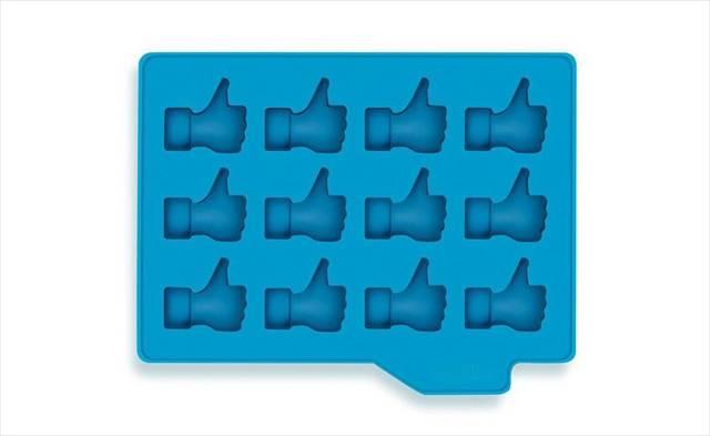 """Facebookの""""いいね!""""っぽい氷を作れる氷型『Thumbs-Up Ice Tray』"""