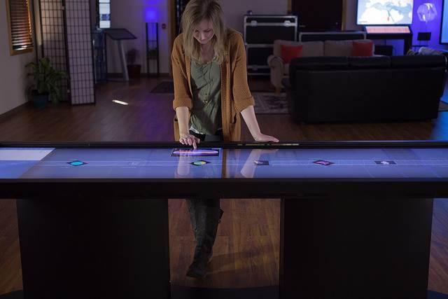 一生コーヒーブレイクしてしまいそう!Win8とAndroidを搭載したコーヒーテーブル『Duet Multitouch Coffee Table』