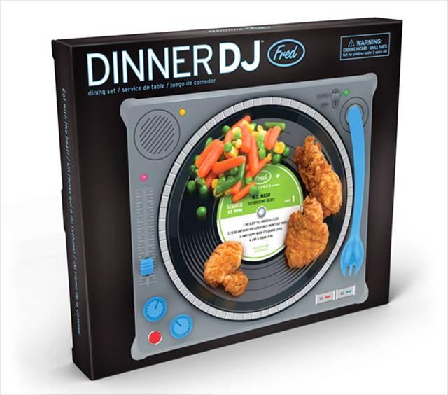 食卓がクラブに早変わり!ターンテーブル型のキッズランチプレート『DINNER DJ』が可愛いぞ!