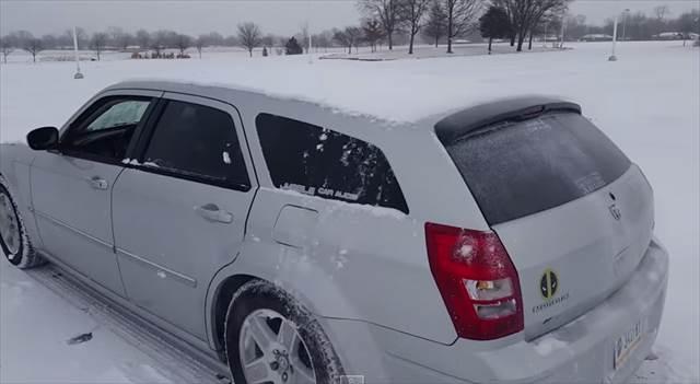 【動画】車の上に積もった雪を手を触れず超ROCKに除雪する方法とは?