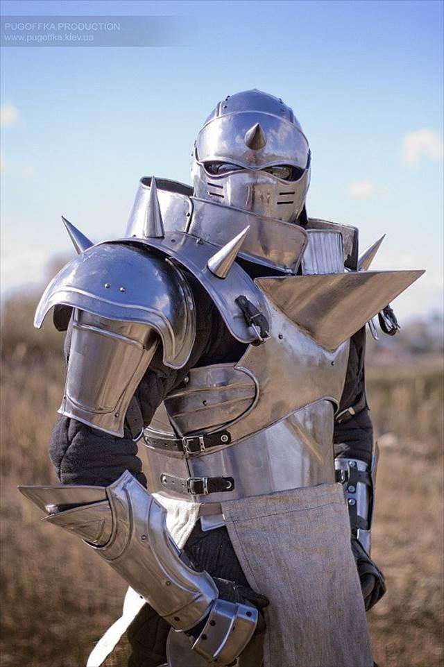 Estyで販売している「鋼の錬金術師でのアルの鎧」の完成度が凄いと話題に