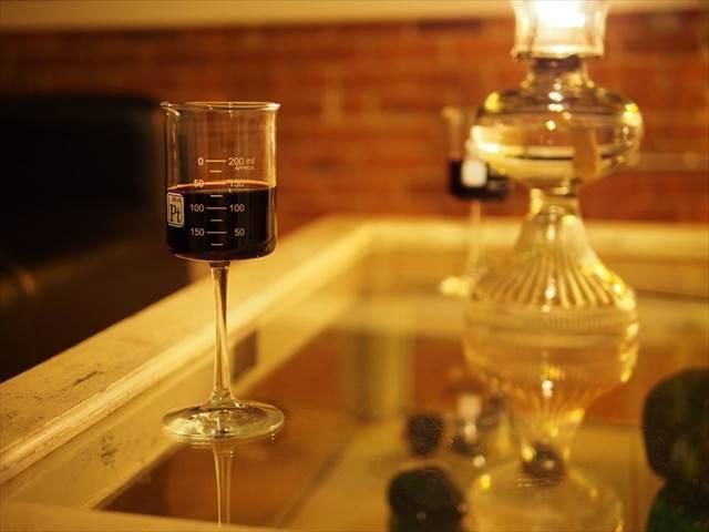 理系の人にピッタリなワイングラス『Laboratory Beaker Wine Glasses』