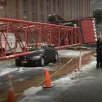 NYの街中で巨大クレーンが崩壊、その瞬間を捉えた貴重な映像