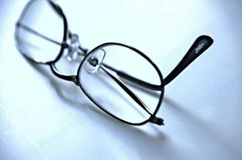 「マスク着用時のメガネのくもりをたった1ステップで(ちょっと)軽減する簡単な方法。」がTwitterで話題