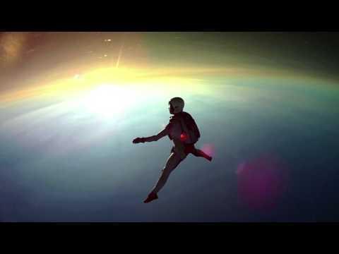 【動画】宇宙空間を浮遊しているような超美麗スカイダイビング映像が凄い!