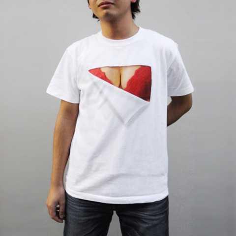 着るだけで豊乳に見えるすげーTシャツ見つけたwww