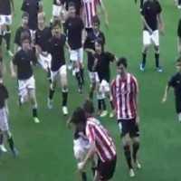 【動画】壮絶!プロサッカー選手vs子供200人の試合