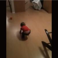 【動画】床に点々と置いたキャンディーで子供を捕獲する罠w