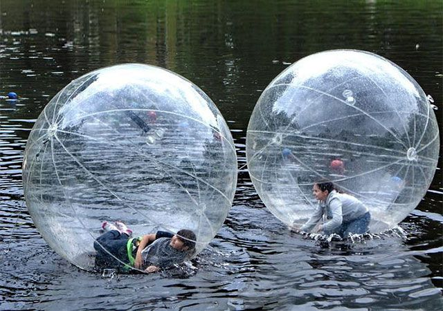 水の上を走れるボール「Inflatable Walk On Water Ball」