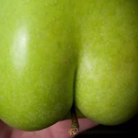 【小ネタ】物凄くお尻っぽい青リンゴ