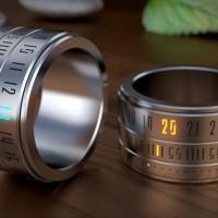 時間を気にしている様子を悟られないリング型の時計「RING CLOCK」