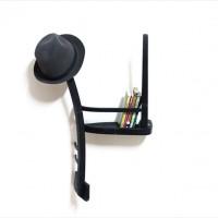 真っ二つに切った椅子を逆さまにしたようなデザインの棚「The Half Chair」