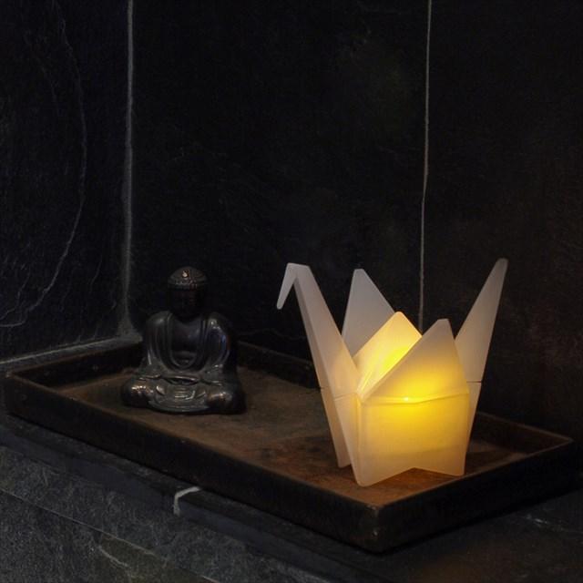 折鶴の形をしたオシャレなルームライト「ORIGAMI CRANE LIGHT」