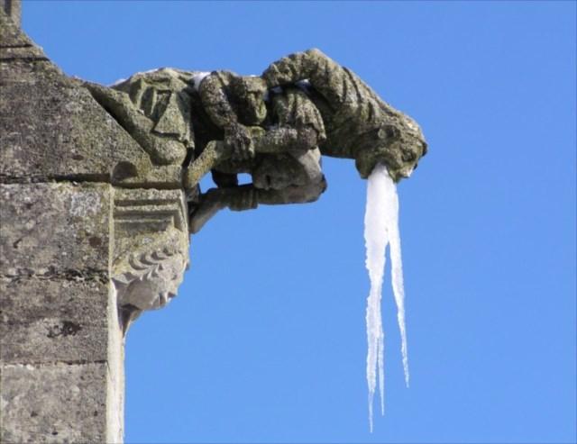 【小ネタ】石像を酔っぱらいに変えた奇跡の氷柱(つらら)