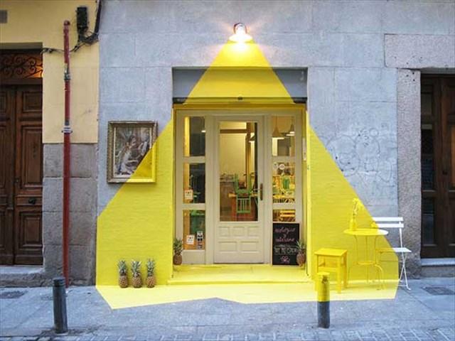 これは真似したい!マドリードにあるレストランの入口に塗られた素敵なペイント