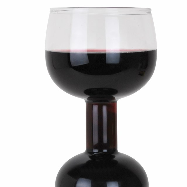 一杯だけのつもりがボトル1本呑んでしまうワイングラス「Ultimate Wine Bottle Glass」