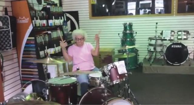 【動画】白髪のおばあちゃんが魅せる超絶格好いいドラムパフォーマンス