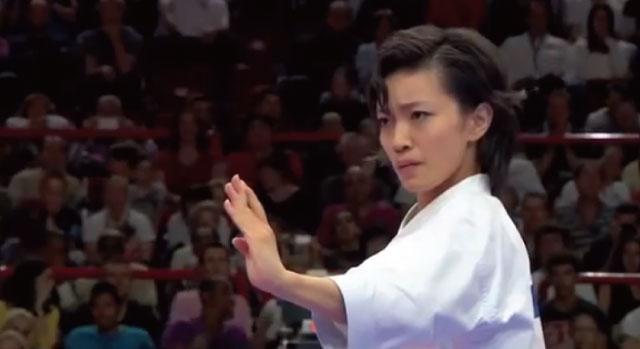 空手世界決勝で魅せた宇佐美里香さんの演武が美しすぎると海外で話題、観客総立ち!