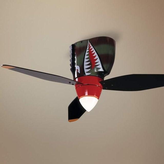 戦闘機「タイガーシャーク」のようなシーリングファン「WarPlane Tiger Shark Ceiling Fan」