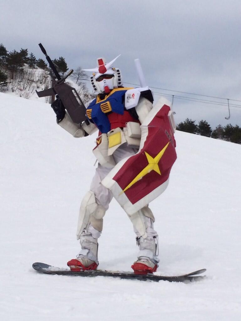 【動画あり】Twitterで話題の「スキーをしているガンダム」について調べてみた